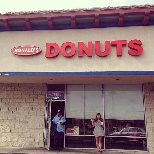 doughnuts,photobomb,donuts,funny