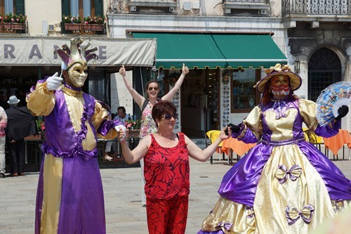 photobomb,costume,venice,funny,masks