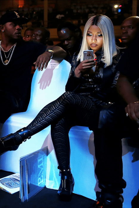 selfie nicki minaj iphone cover - 7763535360
