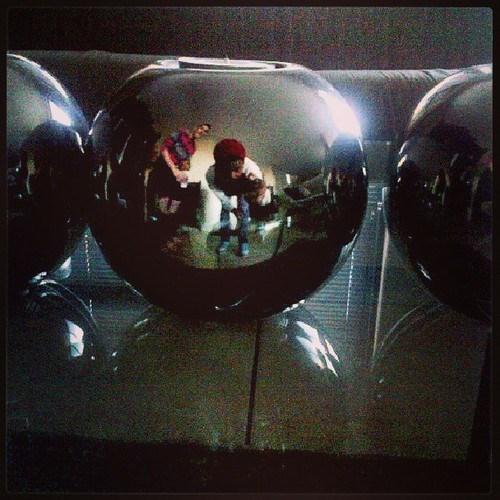 photobomb mirrors funny selfie - 7777009920