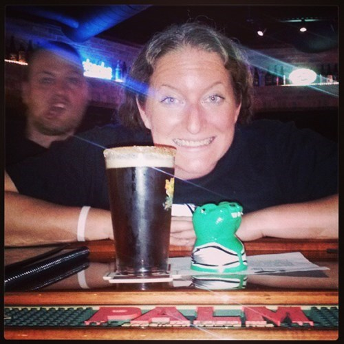 beer photobomb green hippo funny - 7790409216