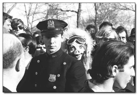 cops wtf creepy pig funny - 7793510912