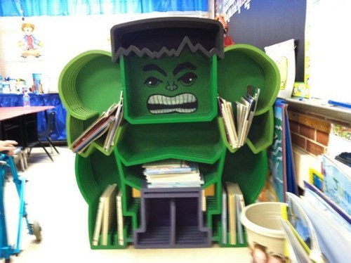 the hulk,bookshelf,design,superheroes,funny