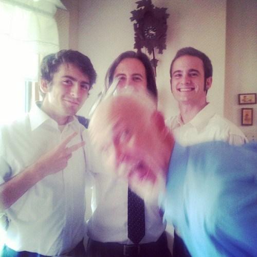 photobomb blurry family photos funny - 7813229568