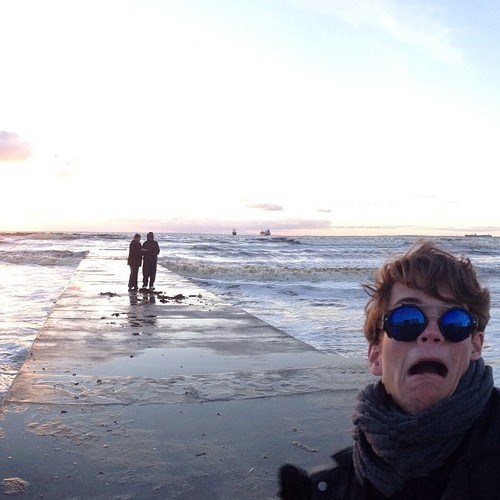 photobomb beach funny