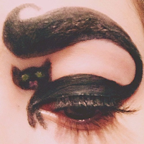 makeup halloween eyeshadow black cat
