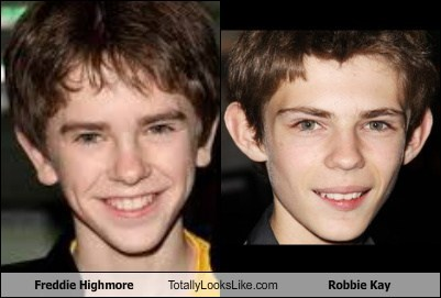 freddie highmore,robbie kay,totally looks like,funny
