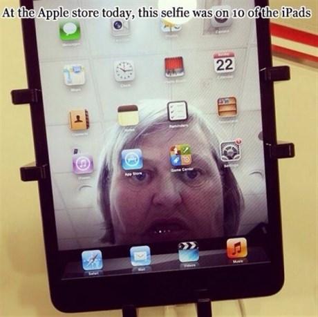 spoopy,selfie,apple