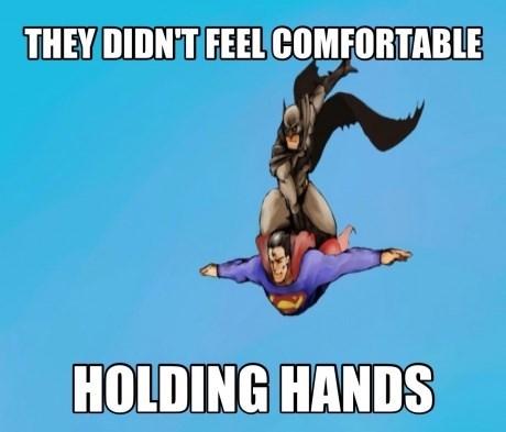 batman holding hands superman - 7844596992