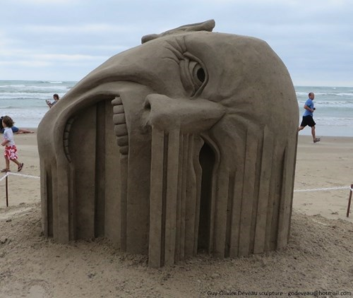 wtf,sculpture,face melting,sand