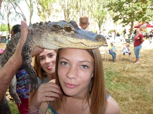 photobomb,sibling rivalry,sisters,reptiles,tongue out