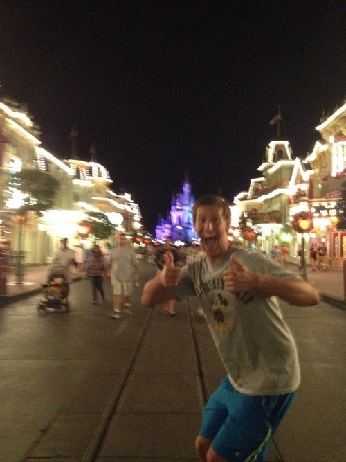 photobomb disney stranger thumbs up