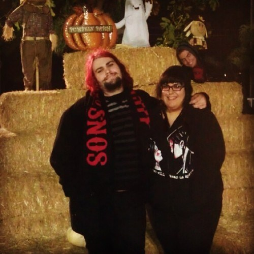 photobomb,pumpkin patch,third wheel