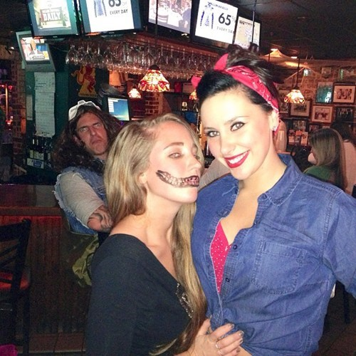 costume photobomb - 7879173888