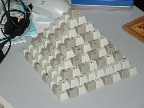 wtf pyramids keyboards funny - 7879326208