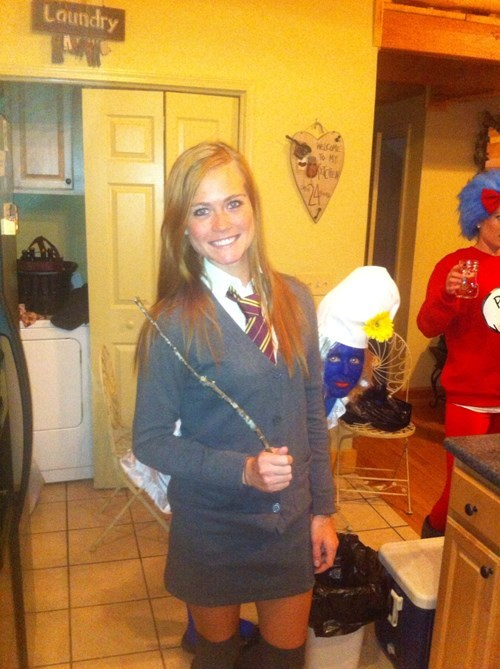 costume,smurfs,photobomb,halloween,ginny weasley
