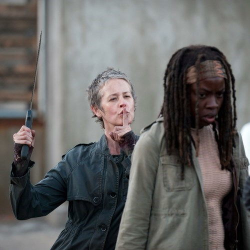 michonne carol burns The Walking Dead - 7882412800