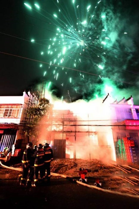 news fire facepalm fireworks funny - 7887493120