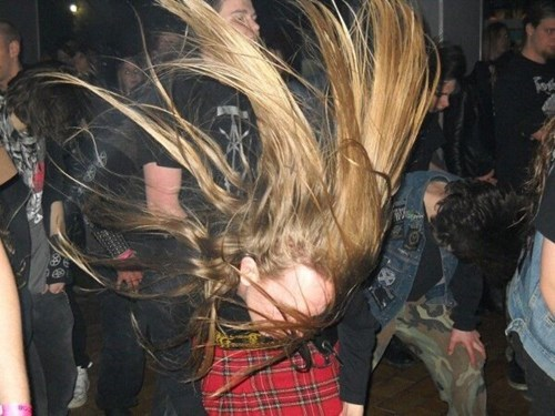 headbanging photobomb perfectly timed - 7892710656