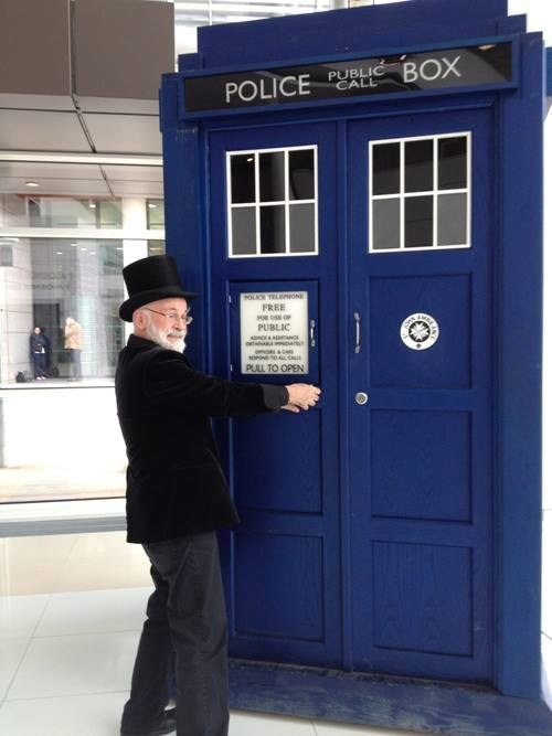 terry pratchett,tardis,doctor who