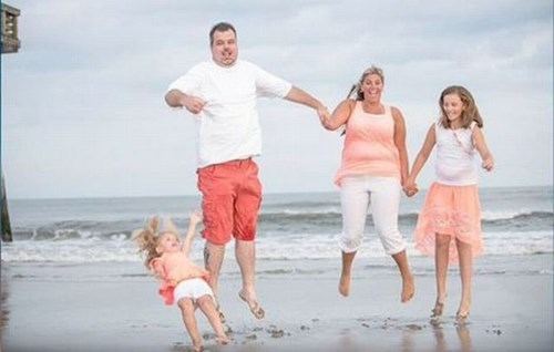 beach family photos perfectly timed jumping