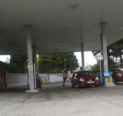 cars gas station facepalm funny - 7908506624