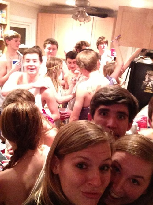 photobomb,togas,parties