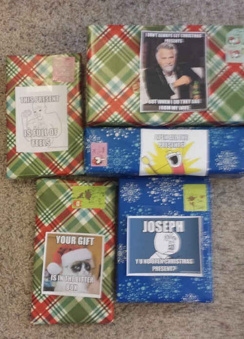 christmas Memes presents - 7934620160