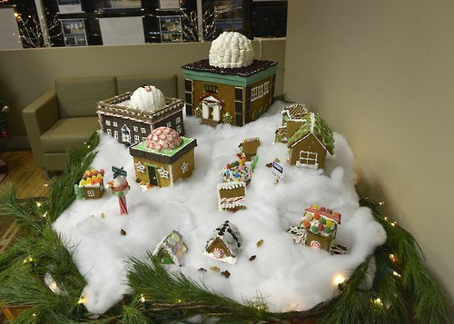 gingerbread house,christmas,funny,Smithsonian