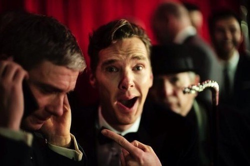 benedict cumberbatch,photobomb