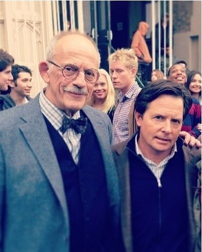 photobomb christopher lloyd michael j fox shoulder gap - 7965427200