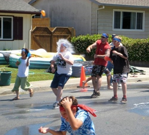 water balloons,photobomb,perfectly timed