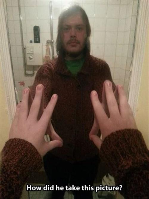 photobomb mirrors selfie
