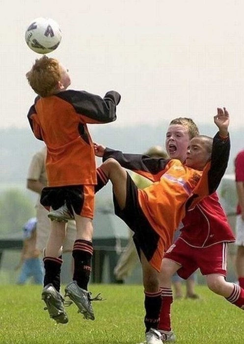 kids photobomb sports perfectly timed - 7975135488