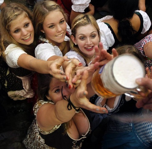 beer ocktoberfest funny wenches - 7975181568