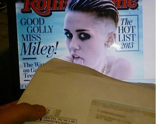 envelope,tongue,miley cyrus