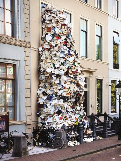 books piles wtf - 7988196096
