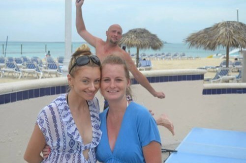 photobomb beach - 7996427520
