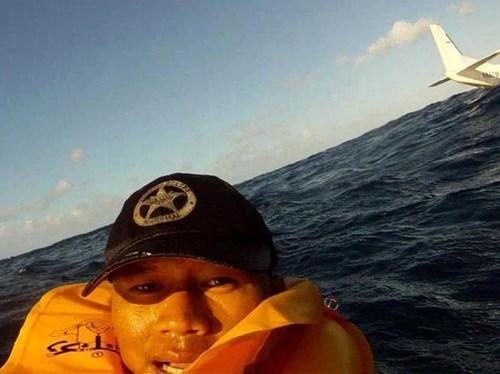 plane crash selfie - 7997391872