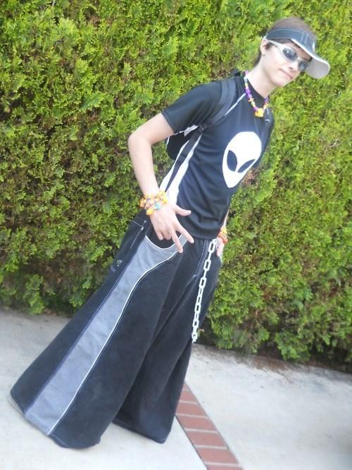 Aliens fashion poorly dressed - 7997423360