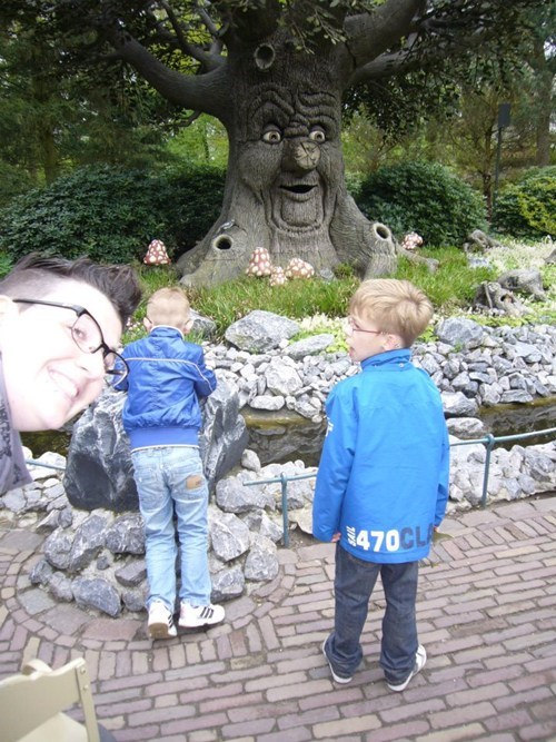 kids photobomb trees - 7999032320
