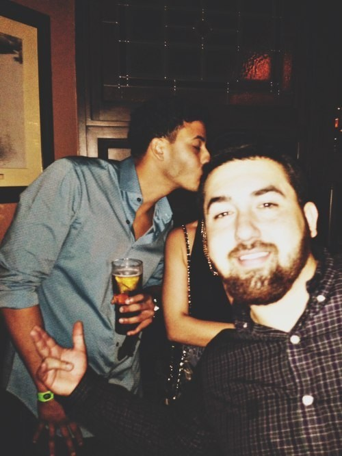 photobomb third wheel kissing - 8000894976