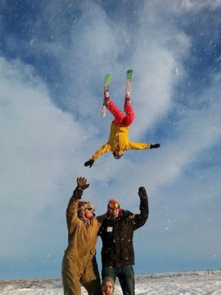 show off,skiing,photobomb