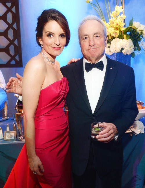 hover hand golden globes tina fey Lorne Michaels - 8009403136