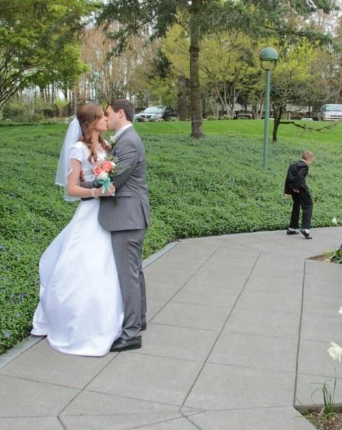 photobomb kids weddings - 8011995392