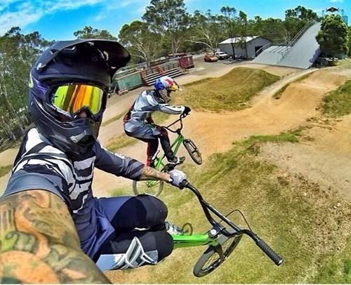 photobomb,selfie,bikes