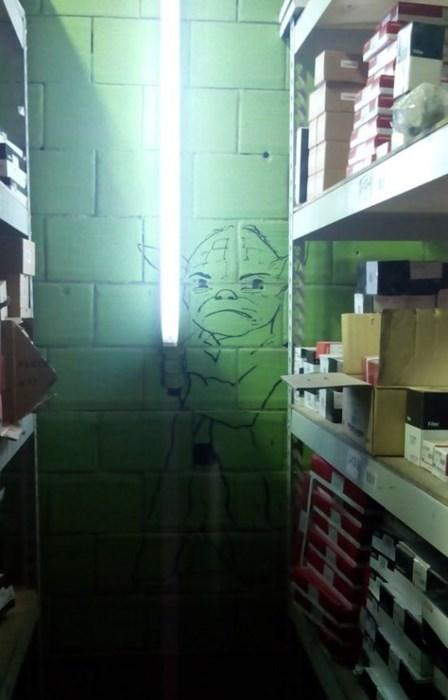 star wars graffiti hacked irl yoda - 8020983040