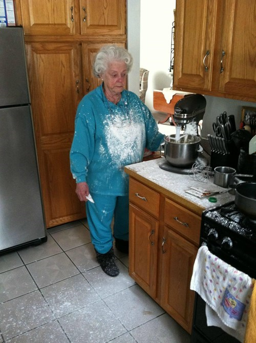 baking grandmas parenting - 8025129984