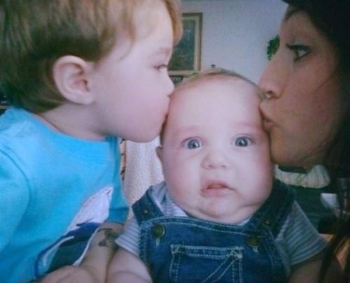 Babies parenting kissing - 8026364160