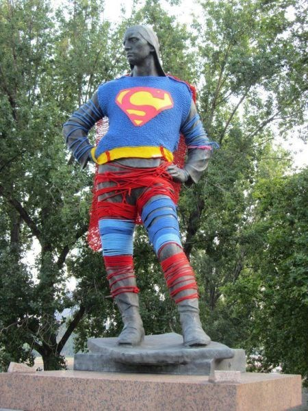 yarnbomb poorly dressed statue superman - 8070270208